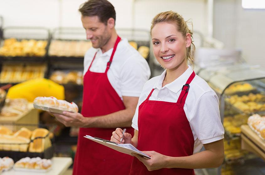 funcionários com padronização de processos na padaria
