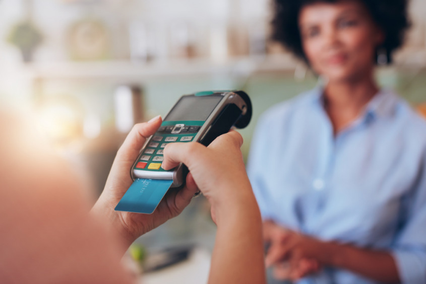 Como funciona na prática? Lei autoriza diferenciação de preços para pagamentos em dinheiro.