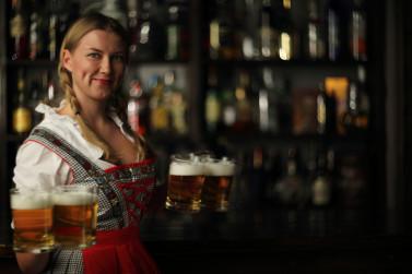 Transforme o happy hour do seu bar em uma Oktoberfest!