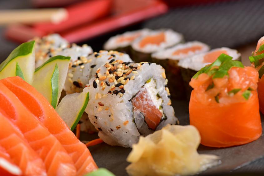 Os cuidados no manuseio de alimentos em restaurante japonês