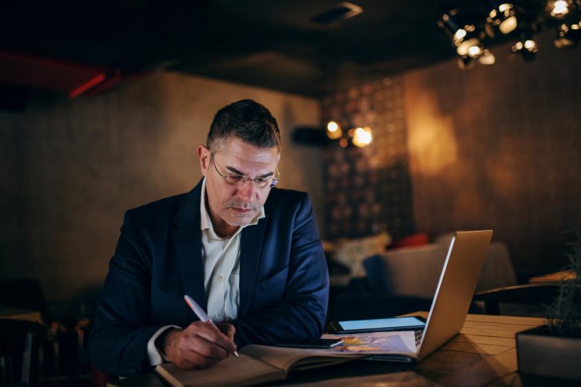 Saiba como a reforma trabalhista afeta a gestão de seu restaurante